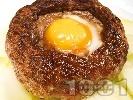 Рецепта Печено гнездо от свинска кайма с яйце и гъби